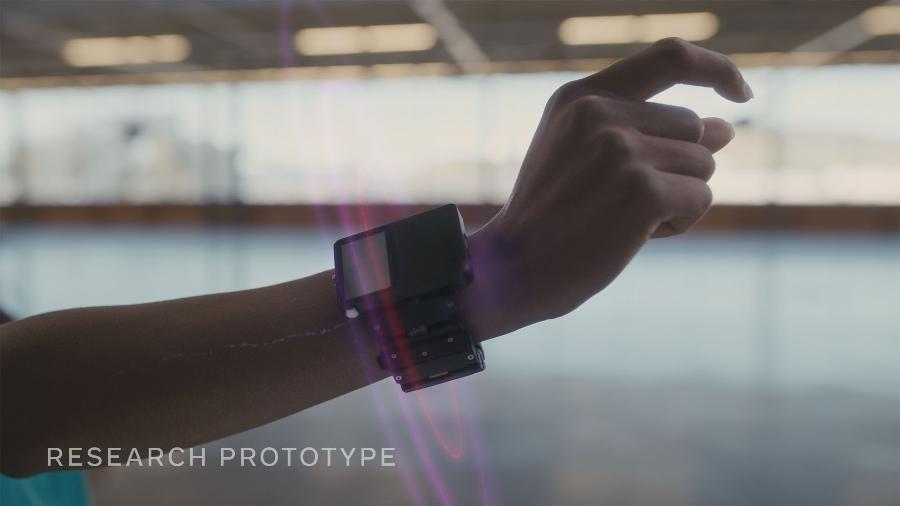 """Protótipo de pulseira inteligente funciona como um """"mouse"""" para óculos conectados - Divulgação/Facebook Reality Labs"""