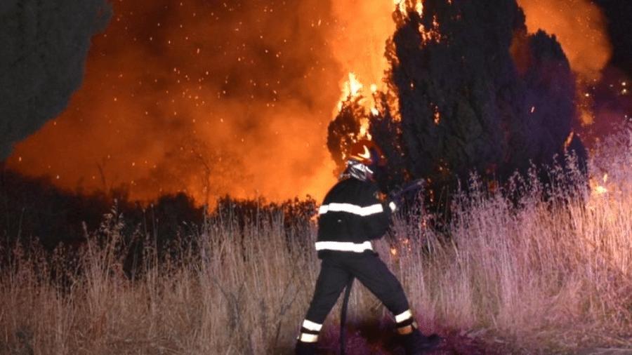 Onda de calor do Mediterrâneo levou à propagação de incêndios florestais em todo sul da Itália - Reuters