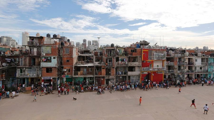 Vista da favela Villa 31, no bairro do Retiro, em Buenos Aires  - Enrique Marcarian/Reuters
