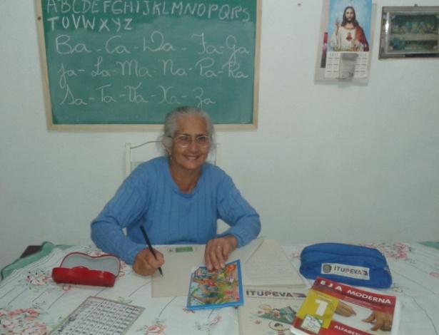 """""""Não tem coisa mais maravilhosa do que ir pra escola"""", diz dona Alezina - Arquivo pessoal"""