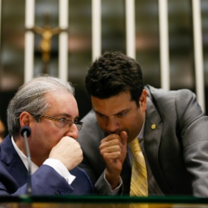 O líder da bancada do PMDB dep. Leonardo Picciani (à dir.) conversa com Eduardo Cunha (PMDB-RJ)