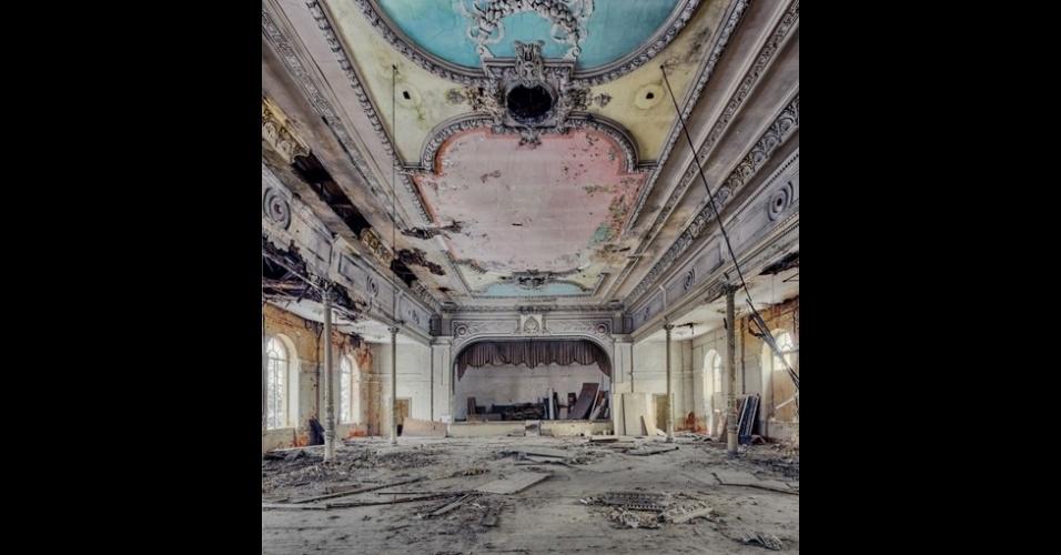 23.nov.2015 - 'Quando vejo uma construção antiga nesse estado, posso imaginá-la na época de glória. Mas é sempre triste vê-la desmoronando e não sendo usada. Mantenho a localização dessas construções em segredo para evitar que sejam vandalizadas'