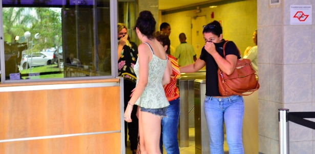 Pessoas tiveram que sair do prédio da PF com desconforto na garganta e nos olhos por causa de um vazamento