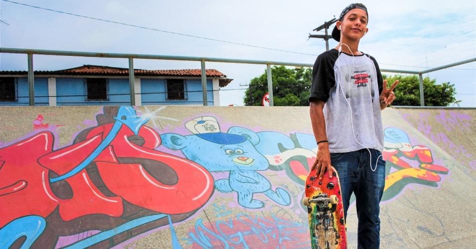 """""""Não temos cursos, espaços de lazer e empregos"""", diz Javã Araújo, 18, morador de Mata de São João (BA)"""