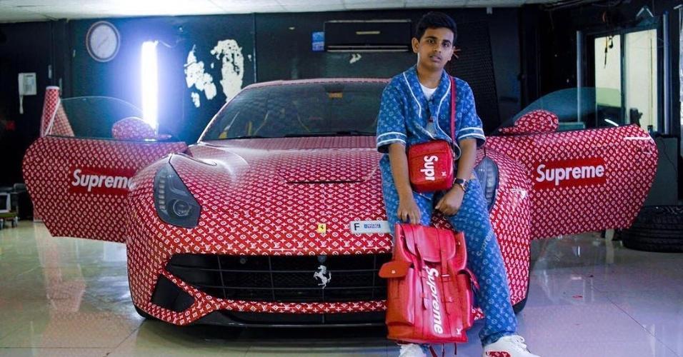 Tem 15 anos: Filho de bilionário ostenta Ferrari; mas não pode dirigir