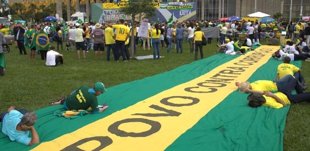 Manifestantes em Brasília durante ato que pede a prisão do ex-presidente Lula