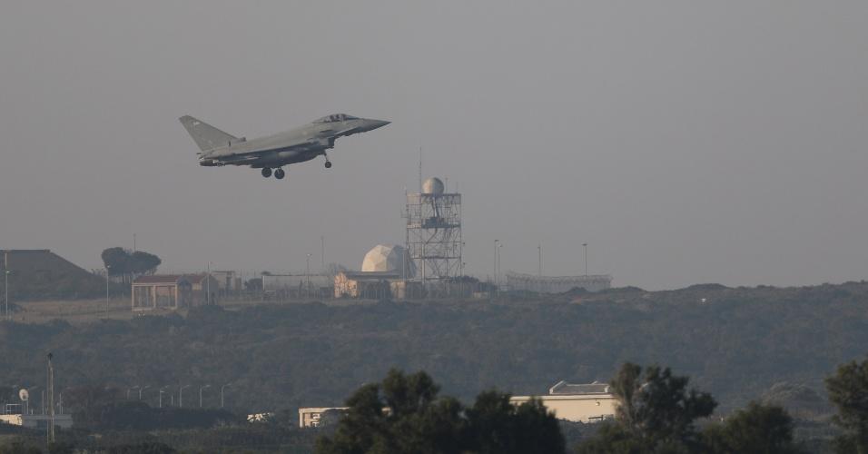 14.abr.2018 - Jato pousa na base aérea britânica de Akrotiri, no Chipre, após participar de missão de bombardeio na Síria
