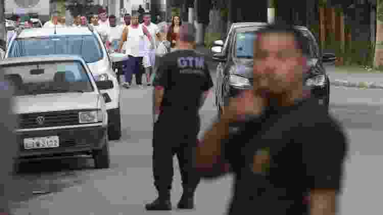 26.abr.2018 - Homens que foram presos em festa alvo de operação no Rio deixam presídio - DANIEL CASTELO BRANCO/AGÊNCIA O DIA/ESTADÃO CONTEÚDO - DANIEL CASTELO BRANCO/AGÊNCIA O DIA/ESTADÃO CONTEÚDO