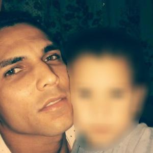 Jozuel Paiva Ribeiro, 25, morto pela PM de SP, ao lado do filho, de 2 anos e 6 meses - Arquivo pessoal