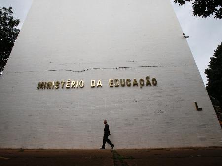Corte de 30% da verba valerá para todas as universidades federais, diz MEC  - 30/04/2019 - UOL Educação