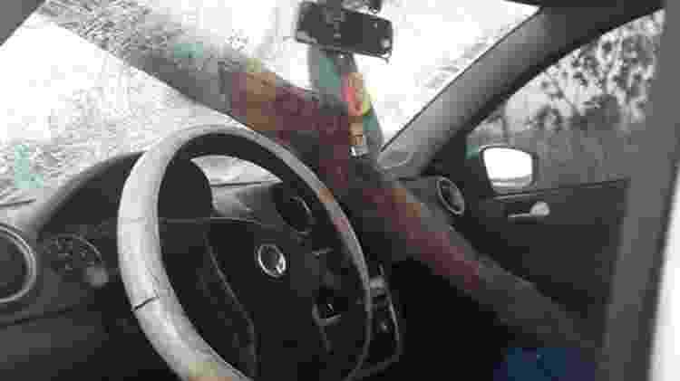 Carro atingido por estaca de madeira em Brasília  - Arquivo Pessoal  - Arquivo Pessoal