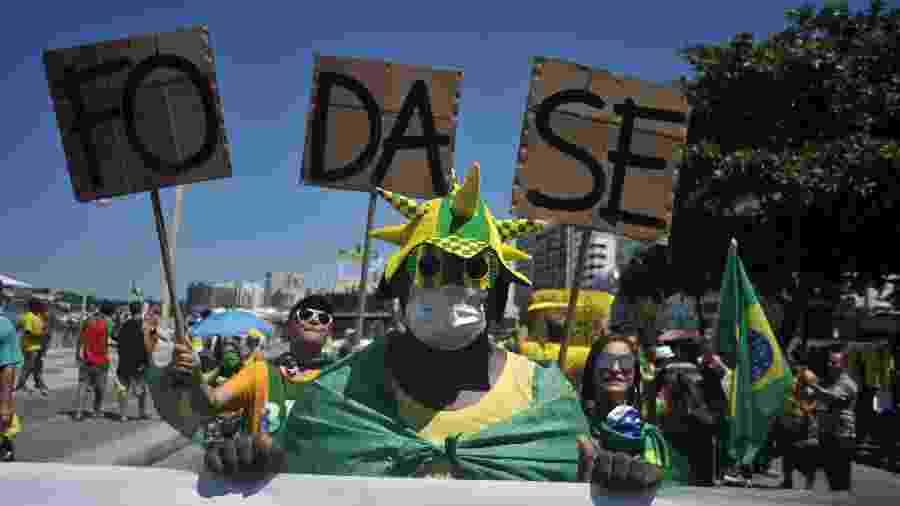 15.mar.2020 - Movimentação durante manifestação Pró Bolsonaro na praia de Copacabana, na cidade do Rio de Janeiro, neste domingo, 15 - Saulo Angelo/Futura Press/Estadão Conteúdo