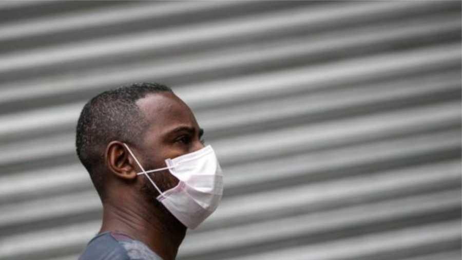 Especialistas ouvidos pela BBC dizem que o uso de máscara não é a forma mais eficaz de prevenir contra a covid-19 - Getty Images