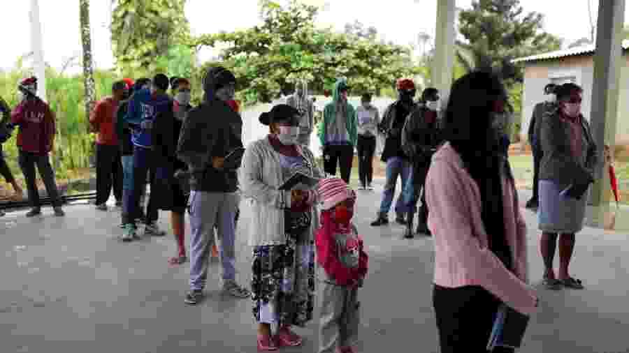 Moradores da comunidade quilombola Peropava, em Registro (SP), em bateria de testes rápidos dacovid-19 - REUTERS/Amanda Perobelli