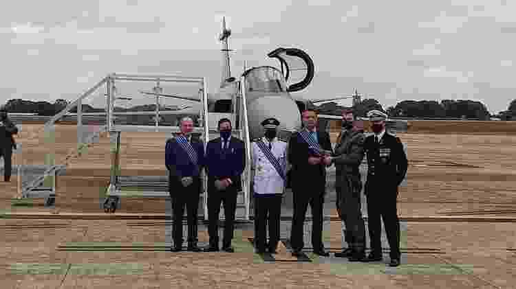 Sem máscara, Bolsonaro participa da solenidade que apresentou o F-39E - Hanrrikson de Andrade/UOL - Hanrrikson de Andrade/UOL