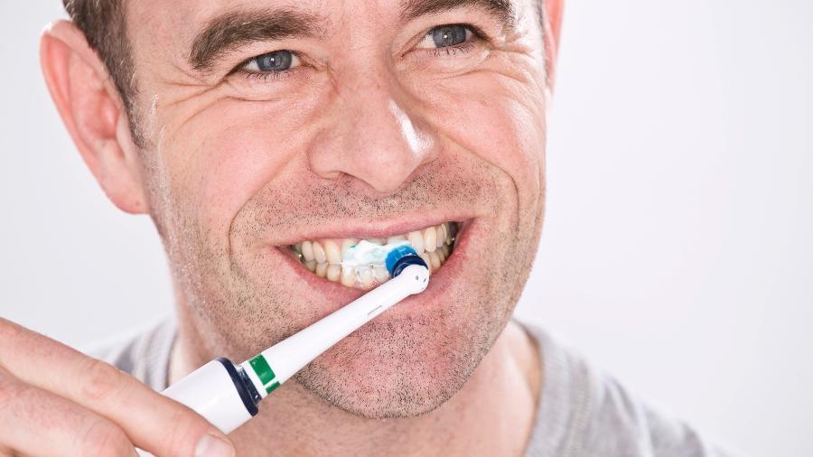 Escova de dente elétrica é uma boa opção para quem gosta de itens tecs - Getty Images