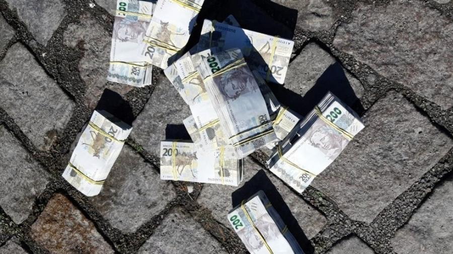 PRF apreendeu R$ 520 mil em notas falsas de R$ 200 com homem em Santa Catarina - PRF/Divulgação