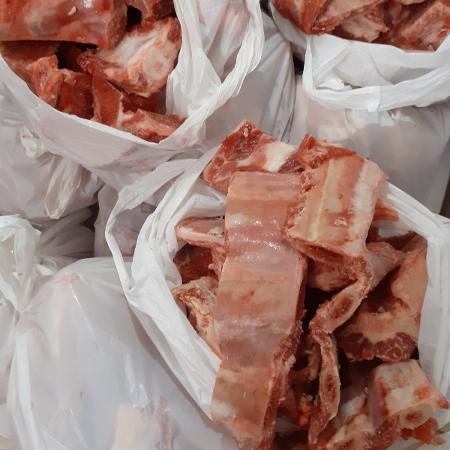 Restos de ossos doados pelo açougue Atacadão da Carne, de Cuiabá - Reprodução