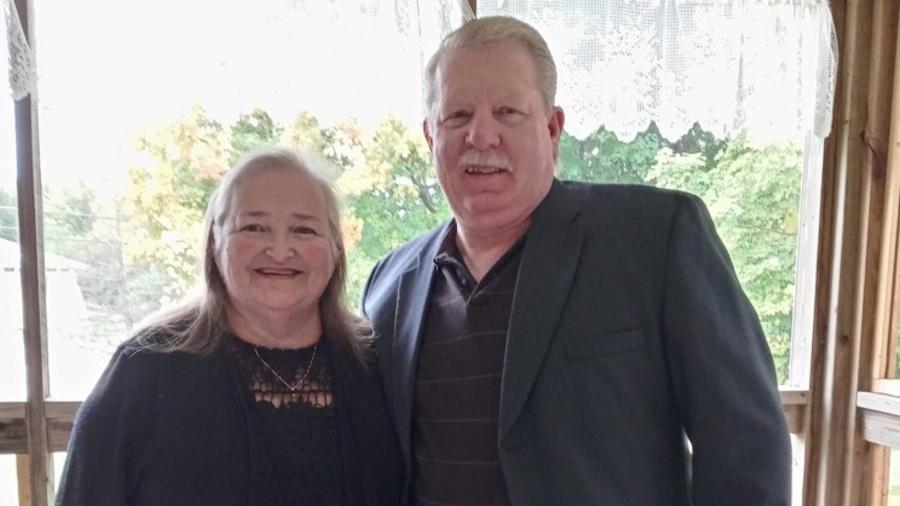 Cal e Linda Dunham morreram após serem retirados do aparelho de suporte de vida na segunda-feira - Reprodução/Facebook