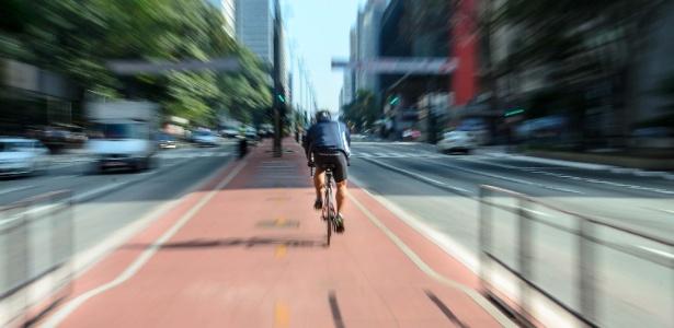 Ruas da capital paulista já poderiam ter quase 600 quilômetros de vias para ciclistas - Rogério Cavalheiro/Futura Press/Estadão Conteúdo