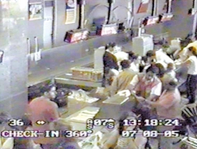 Imagem tirada do circuito interno de câmeras do aeroporto do Fortaleza (CE). Nas imagens, estão suspeitos de participar do furto ao Banco Central, quando embarcavam, inclusive com mulheres e filhos, para São Paulo. Foram roubados R$ 164,8 milhões em 2005