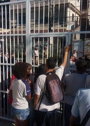 Estudantes ocupam Colégio Estadual Prefeito Mendes de Moraes, na Ilha do Governador, no Rio de Janeiro