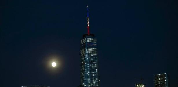 Torre do WTC, em NY, quis homenagear Bélgica, mas errou cores de bandeira - Trevor Collins/ AFP
