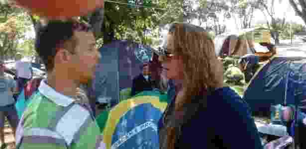 Os empresários Luciano Coelho e Dileta Correia estão acampados em Brasília - Flávio Costa/UOL