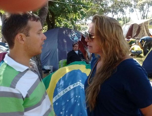 Os empresários Luciano Coelho e Dileta Correia estão acampados em Brasília