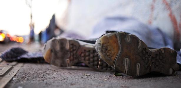 Não há risco de morte, dizem Bombeiros | Morador de rua é levado a hospital após ser incendiado no Paraná