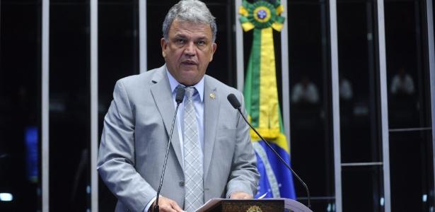 Sérgio Petecão é o último senador a discursar em sessão sobre impeachment - Marcos Oliveira/Agência Senado