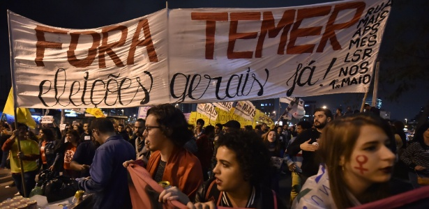 """""""Quem não pode com a formiga não atiça o formigueiro"""", cantam manifestantes - Nelson Almeida/AFP"""
