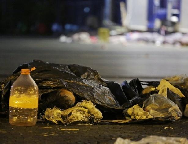 Morador de rua dorme no Pátio do Colégio, na região central de São Paulo