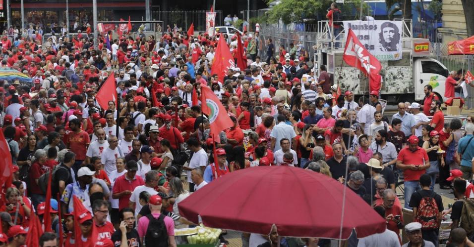 Ato organizado pela CUT em apoio ao ex presidente Luiz Inácio Lula da Silva durante esta quarta feira na praça da Republica, região central de São Paulo