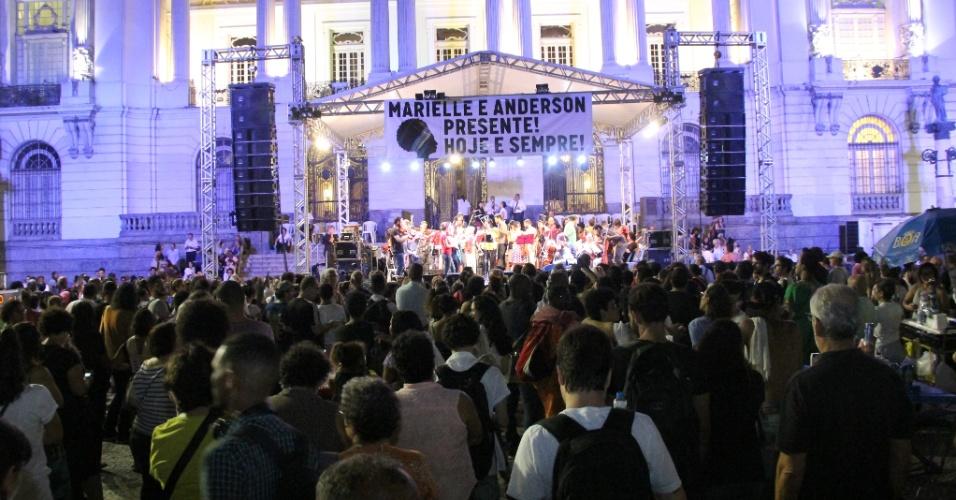 20.mar.2018 - Manifestantes participam de ato que marca o sétimo dia de morte da vereadora Marielle Franco e do seu motorista Anderson Gomes realizado na região central do Rio de Janeiro