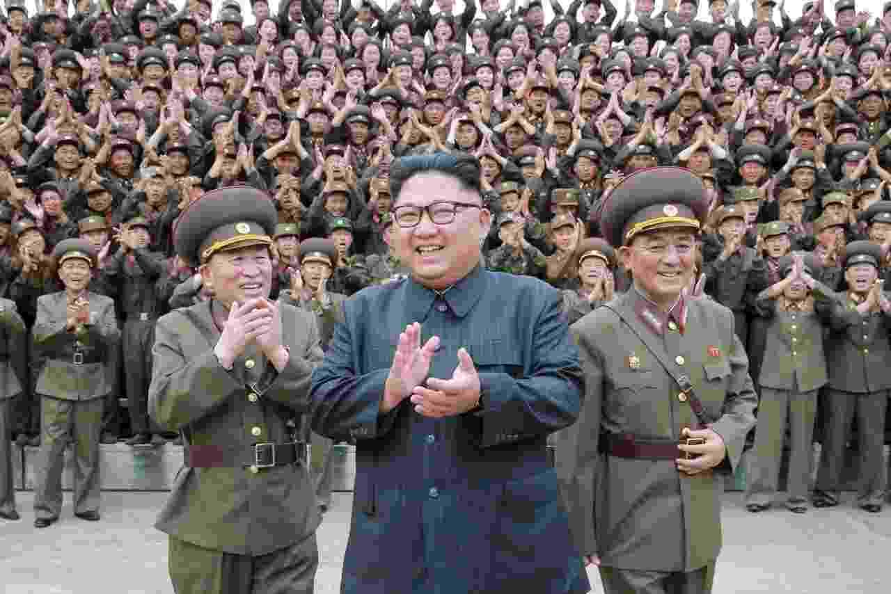 Kim Jong-un em foto divulgada pela KCNA em agosto de 2017; a localização não é conhecida - KCNA/Reuters