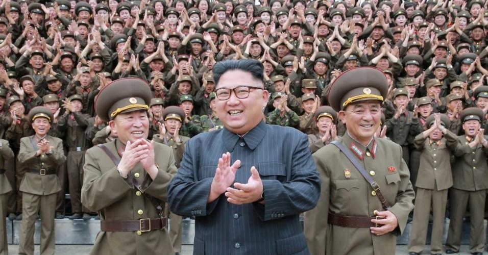 Kim Jong-un em foto divulgada pela KCNA em agosto de 2017; a localização não é conhecida