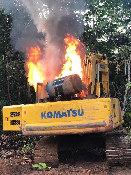 Maquinário queimado durante operação da PF contra garimpo ilegal - PF / Divulgação