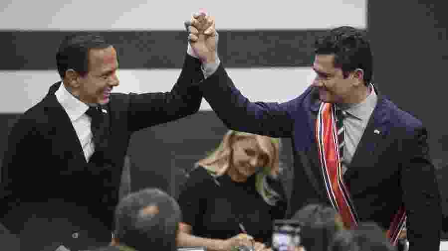 28.jun.2019 - O governador João Doria entrega ao ministro Sergio Moro a Ordem do Ipiranga, principal honraria do estado de São Paulo, durante cerimônia no Palácio dos Bandeirantes - Eduardo Knapp/Folhapress