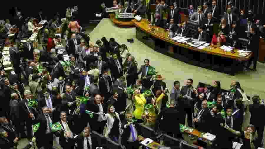 Deputados favoráveis à reforma da Previdência comemoram aprovação do texto-base na Câmara - Fabio Rodrigues Pozzebom/Agência Brasil