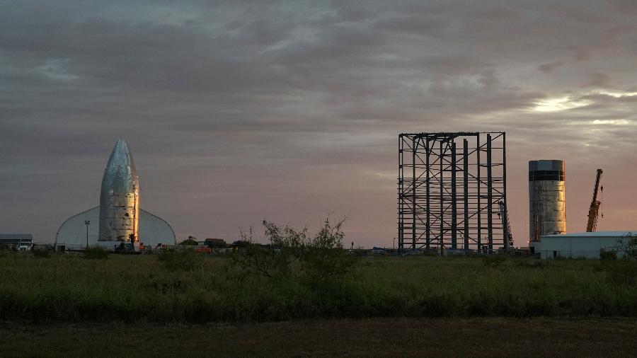 Visto de longe, protótipo da Starship vem tomando corpo para voar pela primeira vez em outubro - Veronica G. Cardenas/Reuters