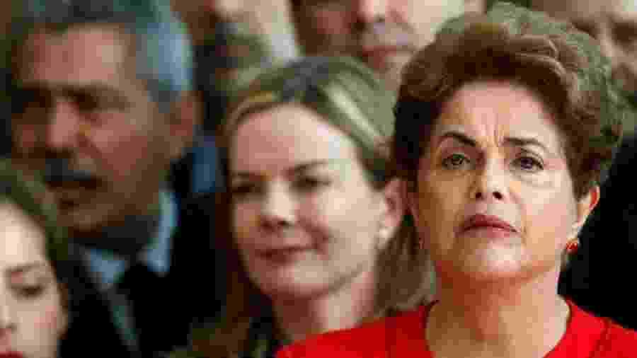 Dilma Rousseff logo depois de o Senado cassar o seu mandato, no dia 31 de agosto de 2016. Agente do FBI se referiu ao fato como evidência da eficiência do trabalho do órgão - Bruno Keller/Reuters