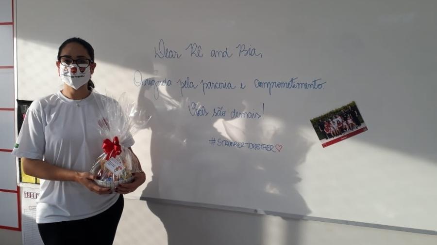 A professora Renata Belcaiz, 39, conta que um dos desafios da volta será acolher os alunos sem o toque - Arquivo pessoal
