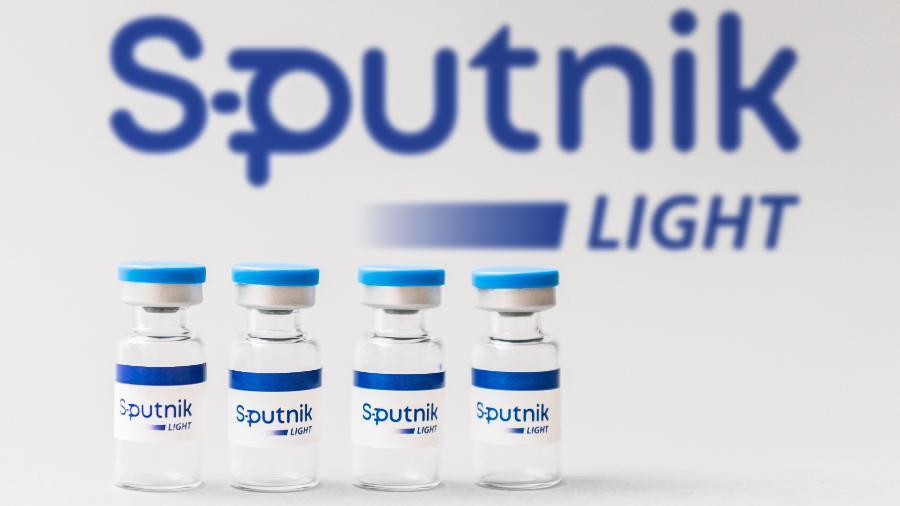 Embora a Rússia tenha quatro vacinas locais - as de duas doses Sputnik V, EpiVacCorona e CoviVac, e a de dose única Sputnik Light - a campanha de vacinação no país está progredindo lentamente - Divulgação/RDIF