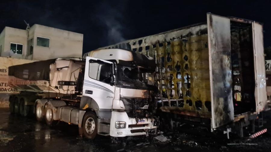 Carretas pegam fogo dentro de posto de gasolina em Belo Horizonte. Duas pessoas morreram carbonizadas - Corpo de Bombeiros de Minas Gerais