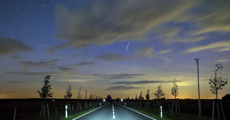 8.set.2015 - Meteoro atravessa o céu em Lietzen, na Alemanha