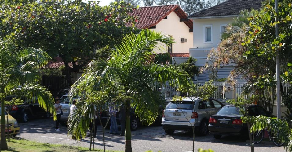 15.dez.2015 - Polícia Federal faz operação de busca e apreensão na casa do presidente da Câmara, Eduardo Cunha (PMDB-RJ), na Barra da Tijuca, zona oeste do Rio de Janeiro