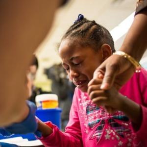 26.jan.2016 - Morgan Walker, 5, moradora de Flint, no Michigan (EUA), faz exames para avaliar a quantidade de chumbo presente em seu sangue