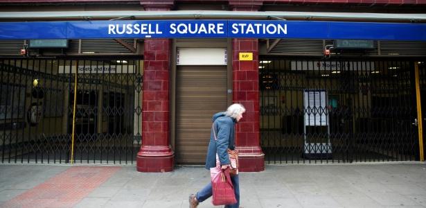 Entrada da estação de metrô da Russell Square, em foto de abril de 2014
