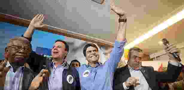 Pedro Paulo (centro), ao lado do ex-prefeito Eduardo Paes (esq.) e de Jorge Picciani (dir.) - Marcelo Carnaval - 9.jul.2016/Agência O Globo
